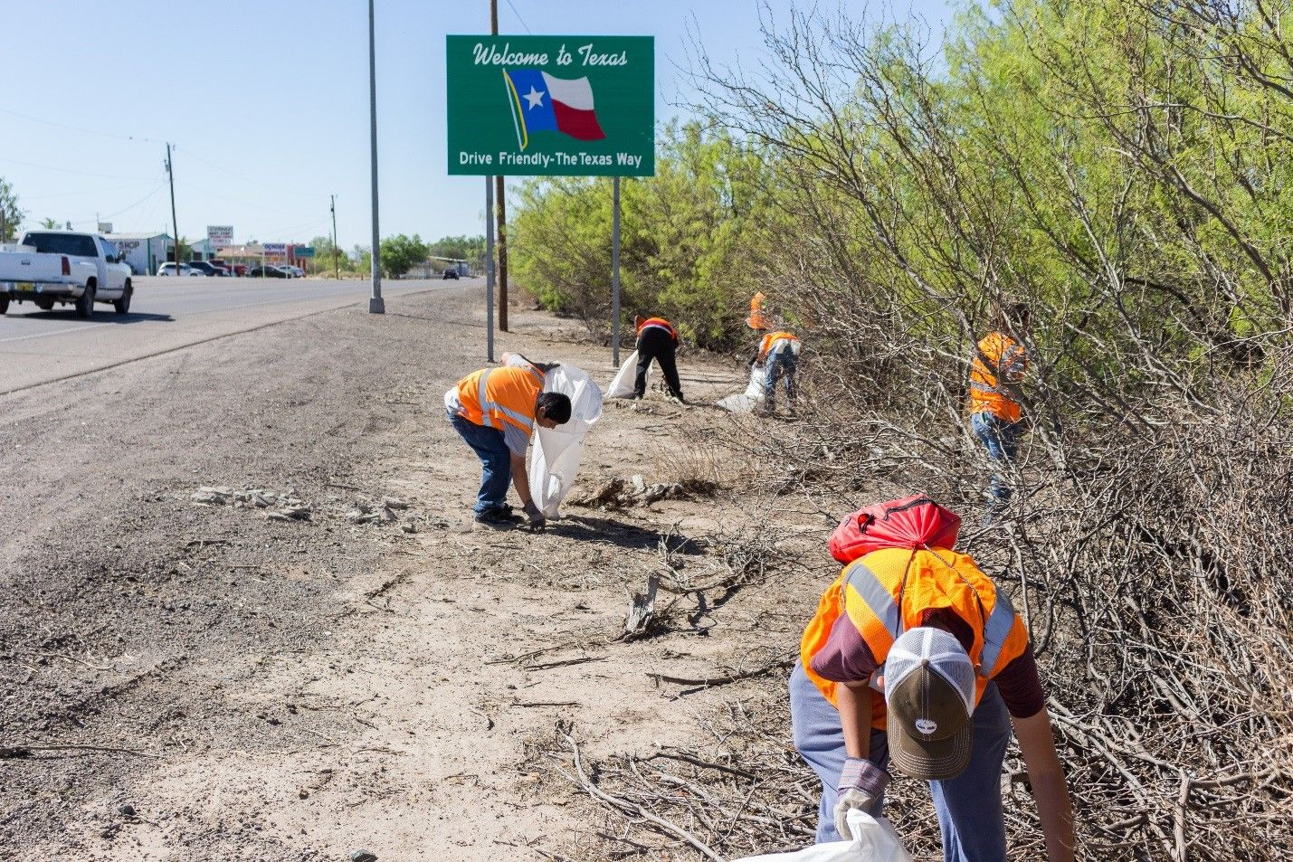Volunteers working on the Don't Mess with Texas Trash-Off program